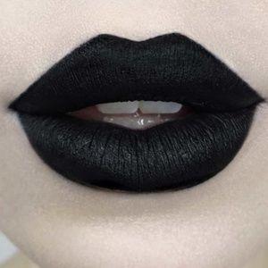 Kat Von D Makeup - Kat Von D Studded Kiss Crème Lipstick Slayer